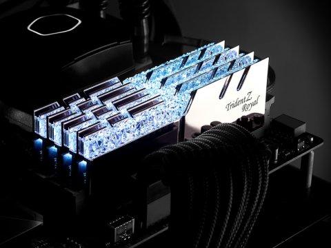 F4-3200C16D-32GTRS 03 PCパーツ PCメモリー デスクトップ用